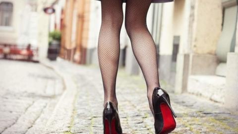 Crossdressing Walk – Science Shows Us A Feminine Walk